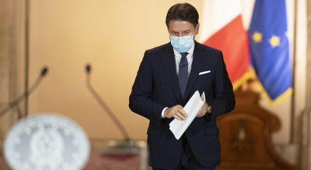 Francia-Germania in lockdown, ma Conte prende tempo: prima attendiamo gli effetti del Dpcm
