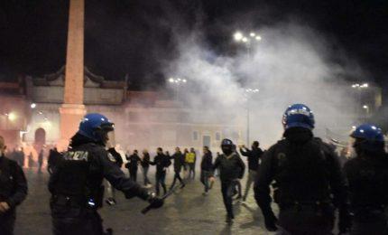 Covid, scontri contro coprifuoco: 4 arrestati e 4 denunciati a Roma