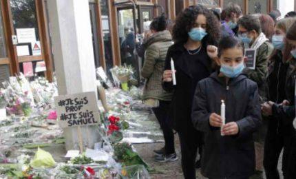 Parigi, omaggio al professore decapitato. Alemno 7 persone davanti ai giudici