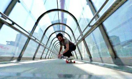 """Acrobazie in velocità, sui social spopola la """"longboard dancing"""""""