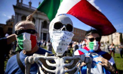 Sovranisti e no-mask in piazza a Roma: no a dittatura sanitaria