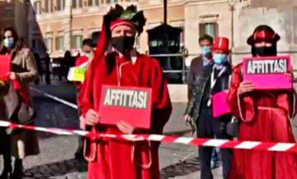 Roma, professionisti al semaforo: flashmob a Montecitorio