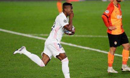 """Bufera Real, Benzema a Mendy: """"Non passarla a Vinicius"""""""