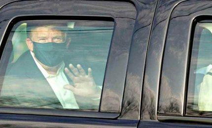 """Coronavirus, Trump esce dall'ospedale per salutare i fan: """"Ho imparato molto"""""""