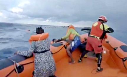 """Video-shock del naufragio, il disperato grido della madre di Joseph: """"Ho perso mio figlio"""""""