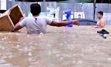 Filippine, il tifone Vamco si è scagliato con venti oltre 155 km/h. Le immagini della devastante alluvione