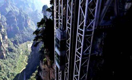 L'ascensore all'aperto più alto al mondo: in 88 secondi porta i turisti a oltre 300 metri