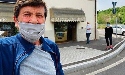 """Gianni Morandi: """"Attenti a Natale per evitare la terza ondata"""""""