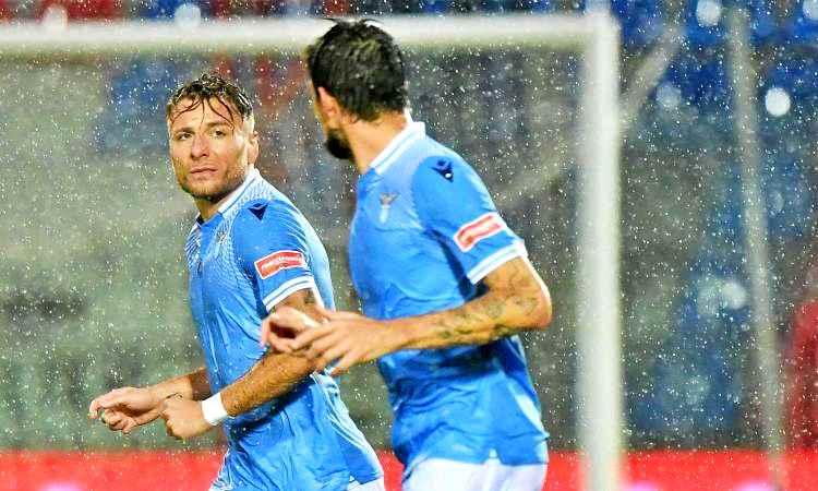 Crotone-Lazio 0-2, Immobile e Correa volano sotto il diluvio