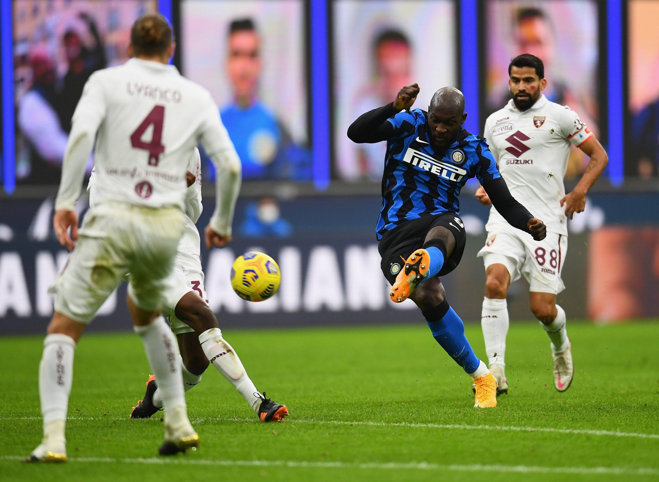 Il Milan passa a Napoli 3-1, doppietta Ibra e infortunio. L'Inter vince in rimonta