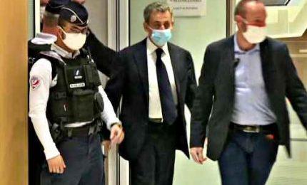 Sarkozy a processo, primo ex presidente francese a comparire in aula