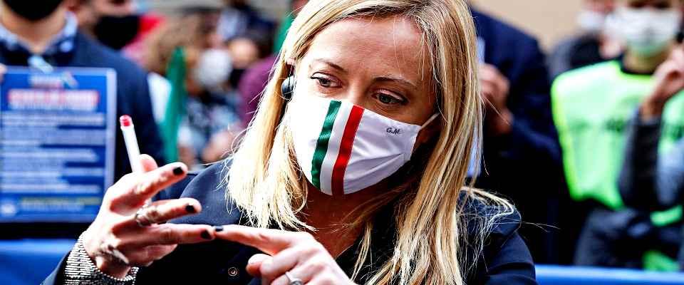 """Meloni ricuce Berlusconi-Salvini: """"Non riusciranno a staccare Fi"""". E il 'capitano' rilancia: """"Proporrò federazione per battaglie comuni"""""""