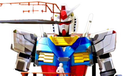 Gundam a grandezza naturale muove i suoi primi passi