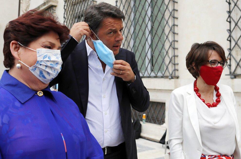 Sì del Cdm a Recovery plan con Iv astenuta, Renzi pronto a uscita governo