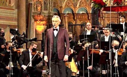 Bocelli canta nella Basilica di Assisi per il Concerto di Natale