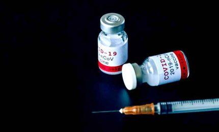 Allarme sul vaccino AstraZeneca. Aifa: effetti collaterali non chiari