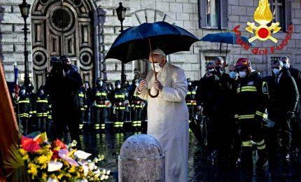 Visita a sorpresa, papa Francesco in Piazza di Spagna