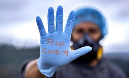 Coronavirus, meno contagi ma meno tamponi. Scuola, solo l'1% personale ha fatto la seconda dose