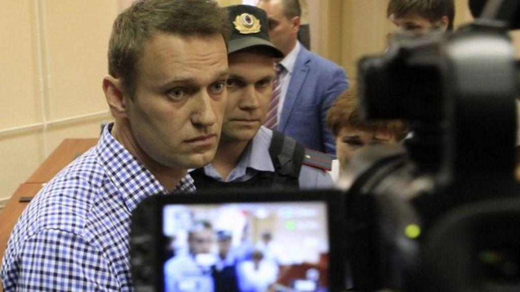 Navalny arrestato al rientro a Mosca. Volo dirottato all'ultimo minuto