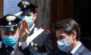 """Crisi di governo, Conte chiude a Renzi e apre a costruttori e volenterosi: """"Aiutateci"""""""