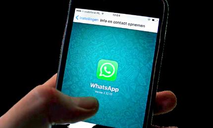 Nuove regole su WhatsApp: i dati condivisi con Facebook