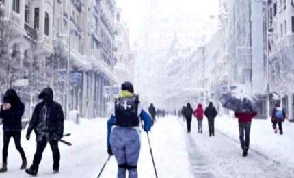 Bufera di neve in Spagna, caos sulle strade e tre morti