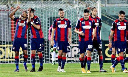 Il Crotone batte 4-1 il Benevento, Sassuolo pari al 94'