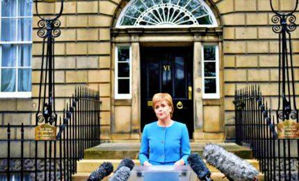 Nuovo lockdown in Scozia, Sturgeon chiude anche le scuole