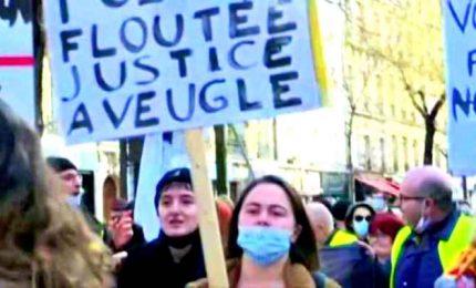 Proteste in Francia contro legge che vieta di filmare poliziotti