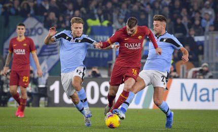 Serie A, la Lazio demolisce la Roma: 3-0 nel derby