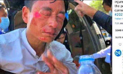 In Myanmar, polizia spara proiettili di gomma sui manifestanti