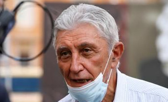 Amministrative, Bassolino si ricandida a sindaco di Napoli