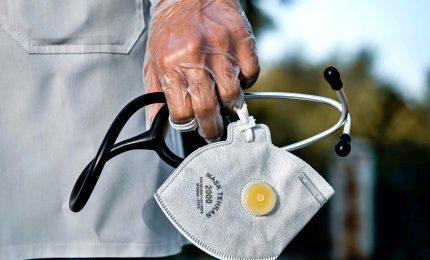 Coronavirus, salgono le vittime e le terapie intensive