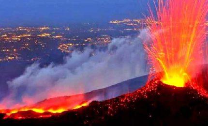 Continua l'attività eruttiva sull'Etna, le spettacolari immagini