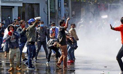 Proteste e arresti in Myanmar, una ventina di morti