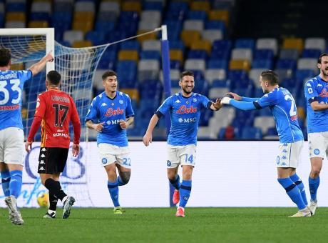 Napoli-Benevento 2-0, Mertens e Politano regalano la vittoria