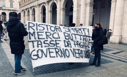 A Genova 500 persone in piazza contro le chiusure
