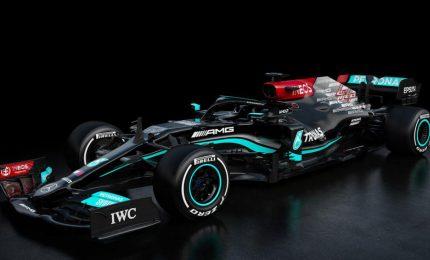 """Presentata la Mercedes, Hamilton: """"Obiettivo vincere"""""""