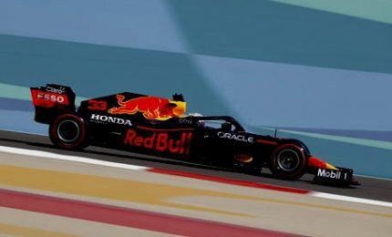 Gp Bahrain, Max Verstappen quida le seconde libere. Quarto Sainz