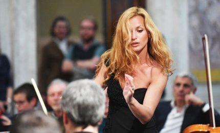 Sanremo, sul palco amche Alessandra Amoroso e Beatrice Venezi. Ancora Ermal Meta al primo posto