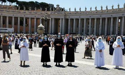 """A San Pietro l'ultimo Angelus prima del lockdown: """"Che peccato"""""""