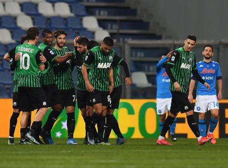 Sassuolo-Napoli 3-3, tre rigori, pali e spettacolo