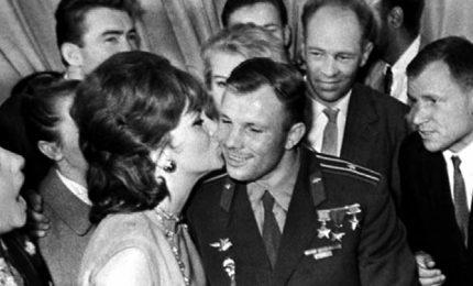 Gagarin, il bacio alla Lollobrigida e la corsa allo Spazio