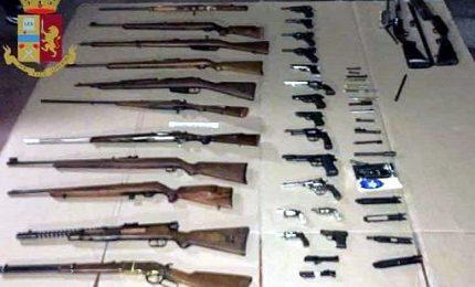 Pregiudicato 61enne arrestato nel Milanese con 60 armi da fuoco