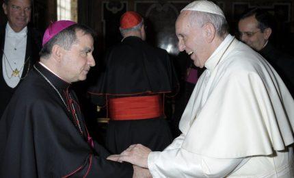 """Papa a sorpresa da Becciu, """"gesto di paternità"""" prima di Pasqua"""