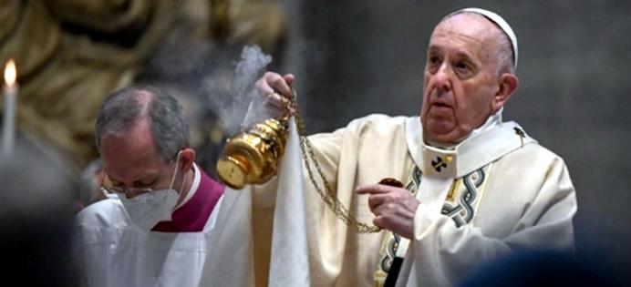 """L'appello del Papa nella messa di Pasqua: """"Superare ritardi nella distribuzione dei vaccini"""""""