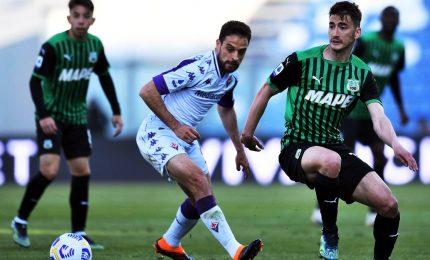 Il Sassuolo batte la Fiorentina in rimonta. Crotone verso la B