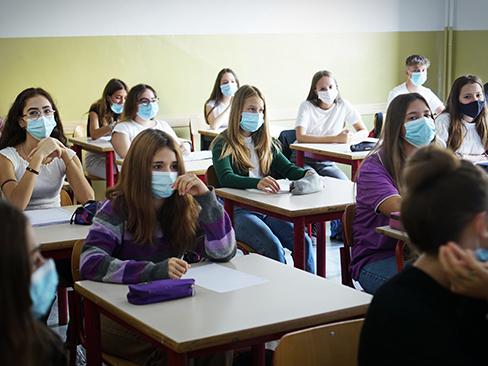 """Scuola, esami sicuri: """"Ffp2, test preventivi e prove a distanza"""""""