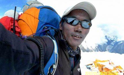 L'alpinista Kami Rita sull'Everest per la 25esima volta: è record