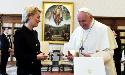 Ursula von der Leyen ricevuta in Vaticano da Papa Francesco